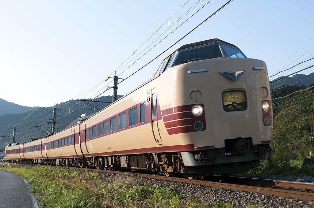 福知山線の国鉄色183系が3月ダイ...