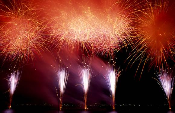 約2kmの「大ナイヤガラ」に感動!諏訪湖祭湖上花火大会 3日間