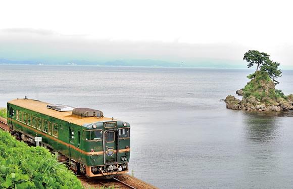 銀世界にたたずむ合掌造り集落 五箇山と富山湾鮨&観光列車「べるもんた」 2日間