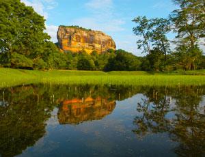 ジャングルにそびえ立つ巨大な岩山 世界遺産シギリヤロックの絶景を楽しむ スリランカ 4日