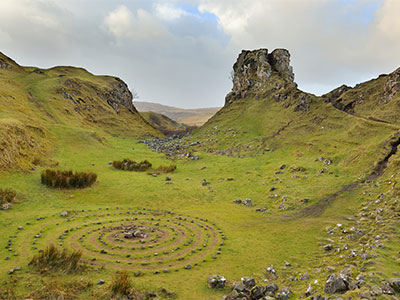 映画やCM撮影地としても多く使われるおとぎの国のような風景!<br>心癒される絶景のスカイ島へ 遥かなるスコットランド紀行10日