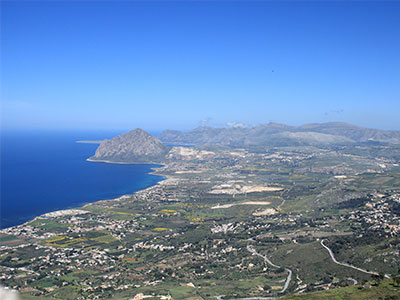 船が宙に浮いて見えるほど透き通った海が広がるファビニャーナ島や天空の街エリチェへ!魅惑のシチリア島の旅8日