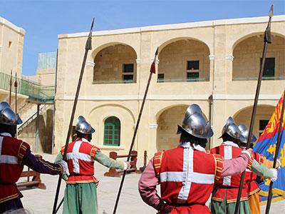 【成田発】聖ヨハネ騎士団を模したパレード「インガーディア」を観覧!シチリアとマルタを訪ねる 10日