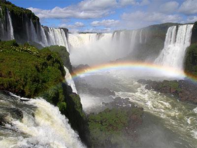 イグアスの滝では満月の日を含む5日間にのみ行なわれる幻想的な「フルムーンツアー」へご案内!南米5大世界遺産紀行11日