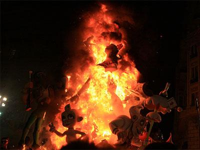 【成田発】「サン・ホセの火祭り」の熱気あふれるクライマックスを体感する!スペインのフィエスタ10日
