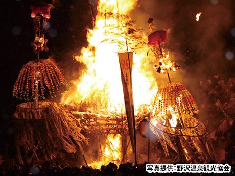 【関西発】 炎に厄祓いを託した火の攻防戦!野沢温泉の日本三大火祭り「道祖神祭り」2日間(おとなび)