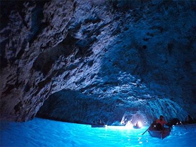 【絶景】青の洞窟