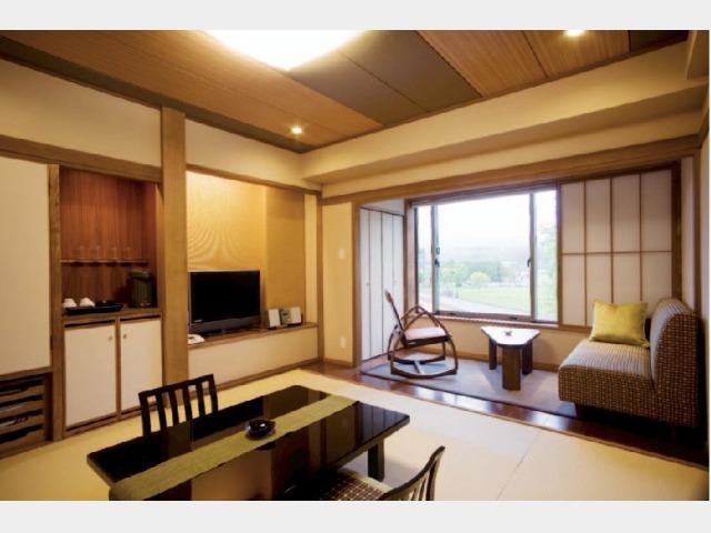 【豆陽亭】庭側和室一例