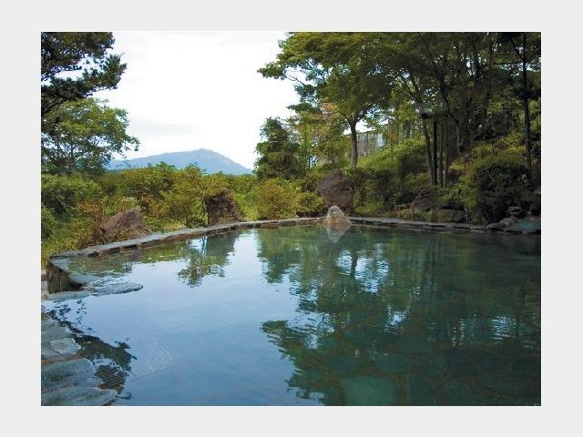 男性用露天風呂からの岩手山イメージ(夏)
