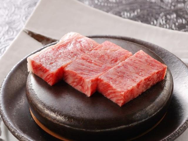 夕食メイン一例 いわてのブランド「前沢牛」サーロインステーキ