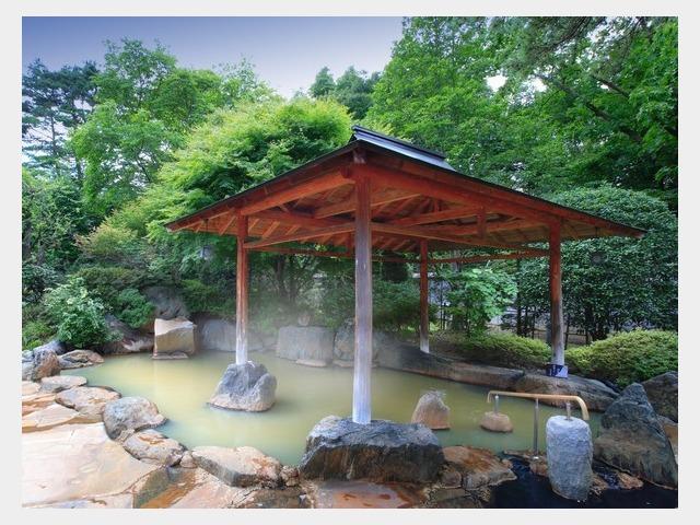 新緑の露天風呂