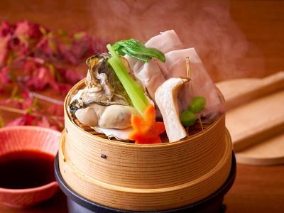 【9/1~11/30】秋の料理フェアイメージ【スタンダード会席】(三陸産牡蠣と荏胡麻豚肩ロースのセイロ蒸し)