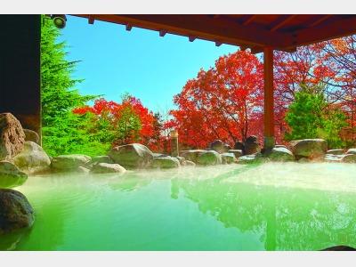 紅葉風景の露天風呂