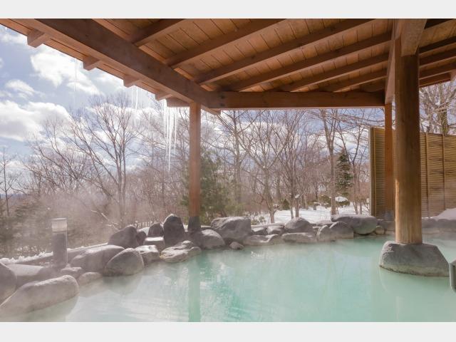 冬は雪見風呂でほっこりあったか