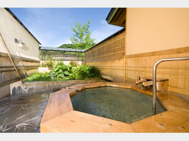 1.翠どころの湯 別棟「温泉道楽」個室貸切露天風呂