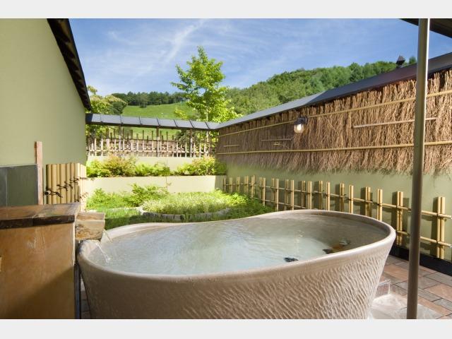 3.雪舟の湯 別棟「温泉道楽」個室貸切露天風呂