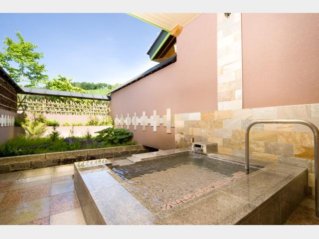 4.葉留日野の湯 別棟「温泉道楽」個室貸切露天風呂