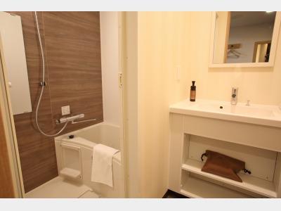 スタンダードツインルーム(バスルーム)の一例