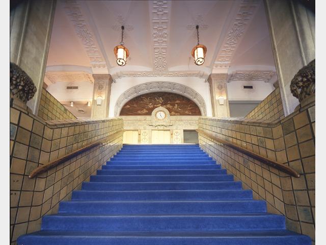 本館大階段 正面