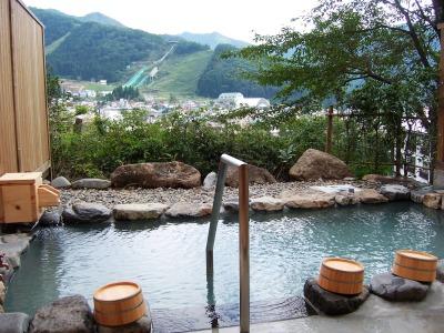 温泉街を望む絶景の露天風呂