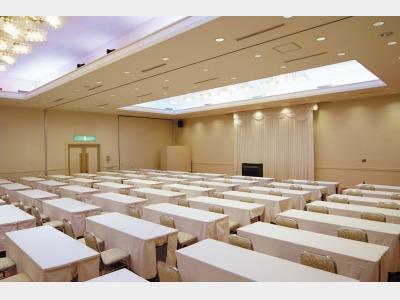 会議室「浅間」272平米天井高約5メートル