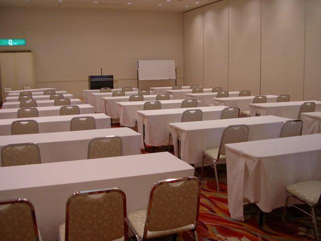 会議室「白樺」140平米 (浅間2分割の場合)