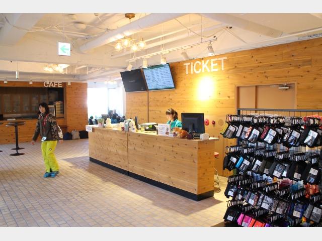 ホテル2Fスキー場総合案内センター