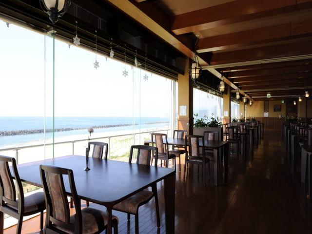 レストラン『波の華』