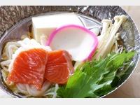 きのこ・鮭・蒟蒻うどん鍋