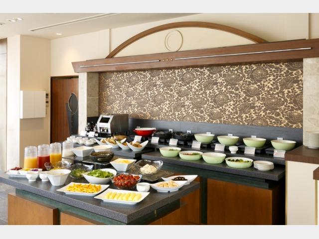 和洋の朝食バイキング(約30種類)