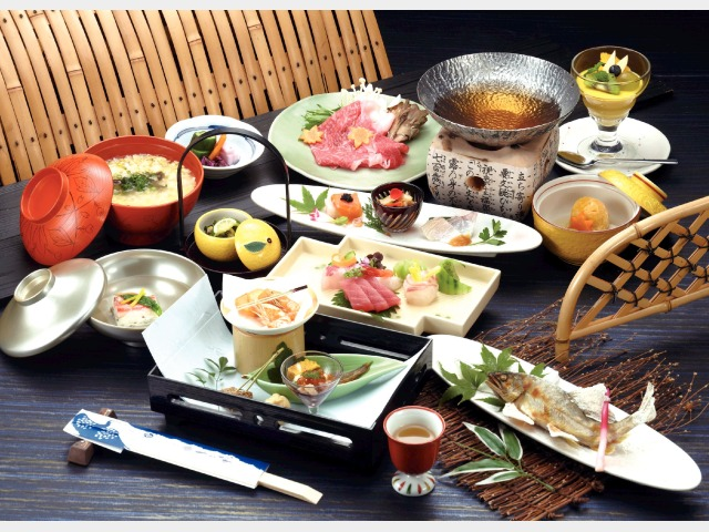 夕食(飛騨牛月旬の会席)