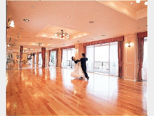 ダンスホール(レベリーバル)