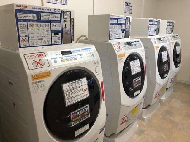 【ホテル・設備】2階ベンダールーム、洗濯機・乾燥機(ドラム式)