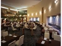 洋食レストラン「PRASHANTI」店内 夜