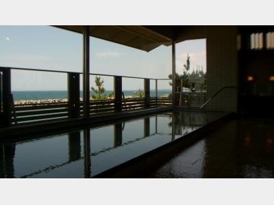 大浴場から海を眺める(新館)