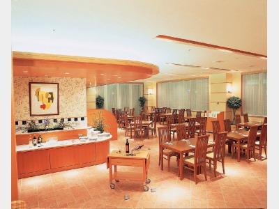 レストラン「カフェ インザ パーク」