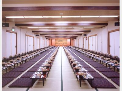 一階大広間「松」。最大220名の宴会可