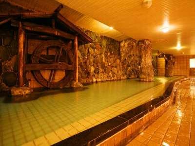 「神庭の湯」泳げそうな程広い内湯