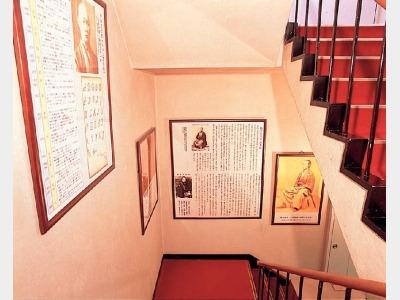 館内イメージ(維新階段)