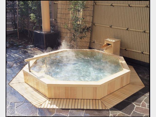 露天八角檜風呂