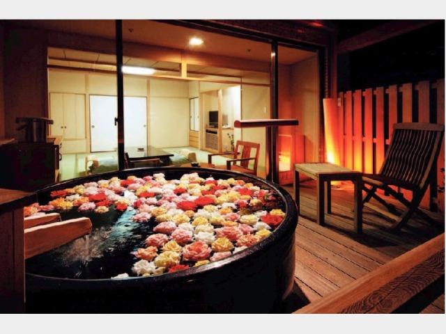 客室一例 露天風呂付客室(バラ風呂/有料)
