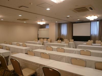 最大50名様収容 77平米会議室
