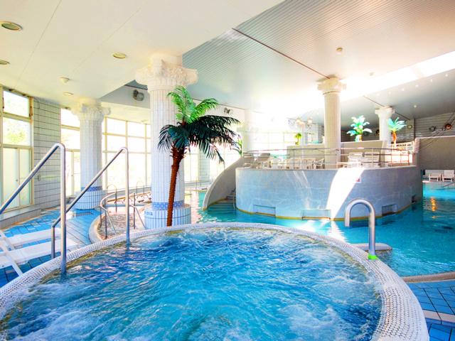 プール 室内スパ 「クアリゾート・オメール」 年中水着で楽しめます。