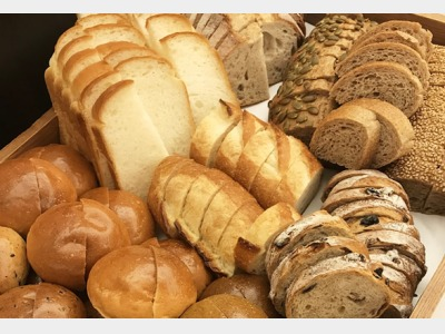 朝食|ホテルこだわりの焼き立て自家製パン