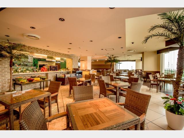 1階レストラン 「ドレスダイナー」 150席