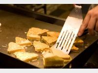 朝食バイキングのメニューの1つ、「フレンチトースト」
