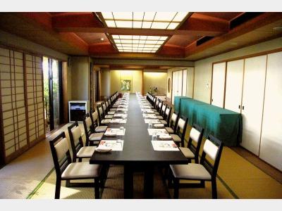 和室に和風イス・テーブルの会場