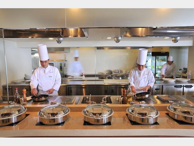 食事イメージ オールデイダイニング「コラーロ」 オープンキッチン