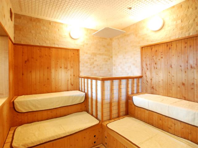 【大浴場】岩盤浴も無料利用可能