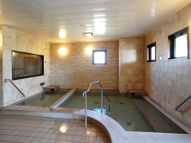 【大浴場】内風呂・露天風呂・サウナ・岩盤浴からなる大浴場は無料